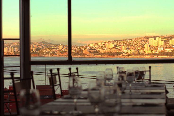 Restaurante Arrayán, con las mejores vistas de Valparaiso. Gastronomía Gourmet, en un entorno privilegiado.
