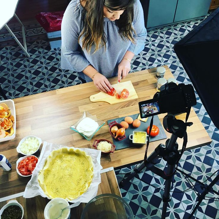 Aujourd'hui tournage vidéo des recettes @marcel_et_poivres ! .  #recette #epices #foodlover #spicy #tournage #video #food #foodporn #recipes #film  #marceletpoivres #quiche #epices