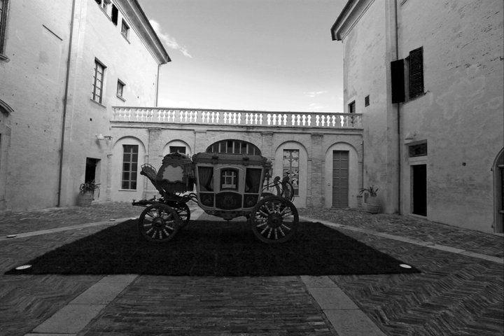 carriage b/w