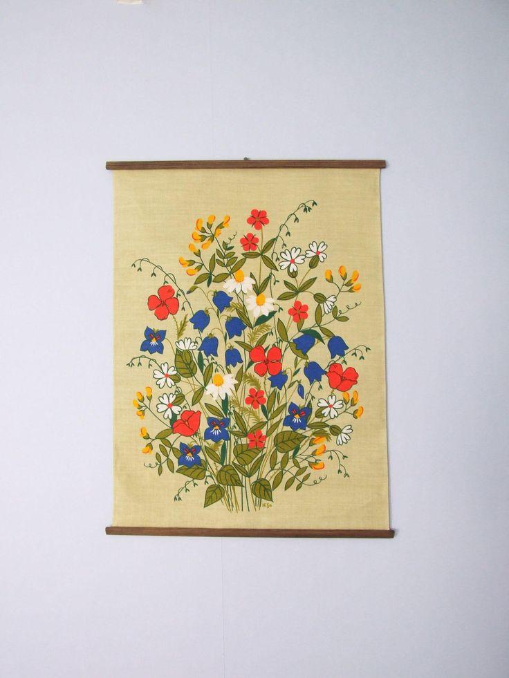 Hilja Textil para colgar Suecia Flores// Tela yute impresa para colgar años 60 // Decorativo flores tela impresa de tiendanordica en Etsy
