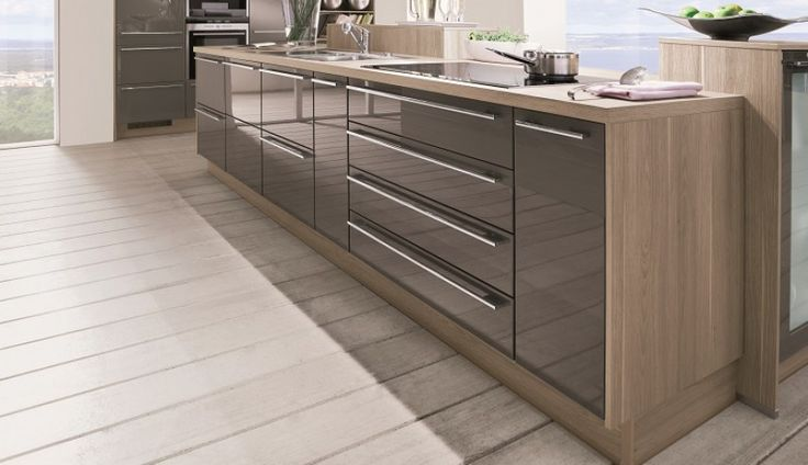 Nowoczesna i wyjątkowo elegancka aranżacja kuchni dostępna w czterech wersjach kolorystycznych - biała, magnolia, piasek i magma. Polecamy :) http://www.mega-meble.pl/produkt-Lux-275