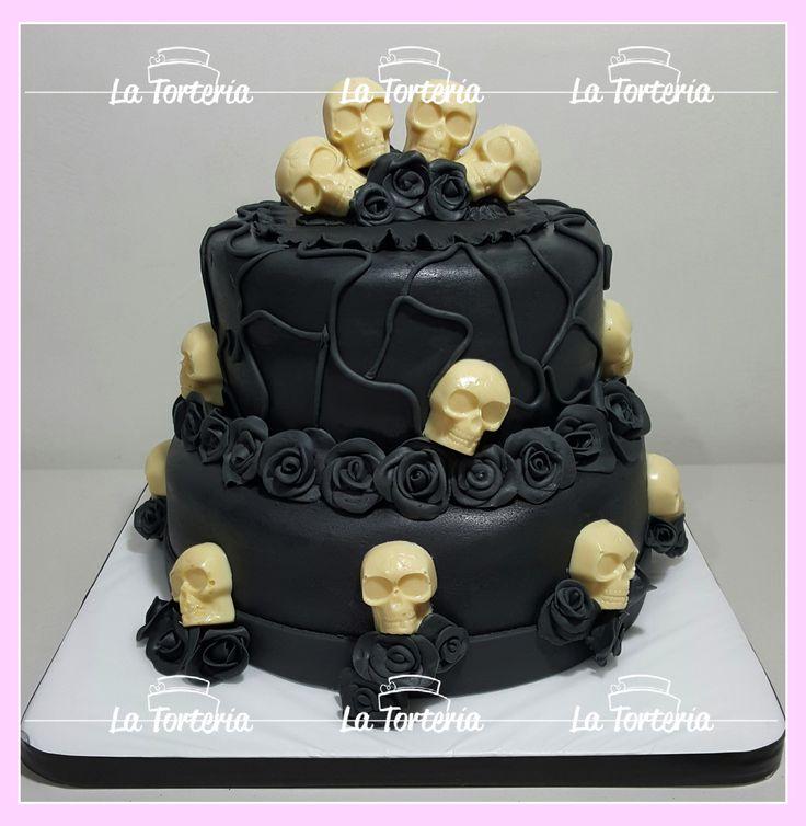 #skullcake #bdayskull #blackrosecake #skull