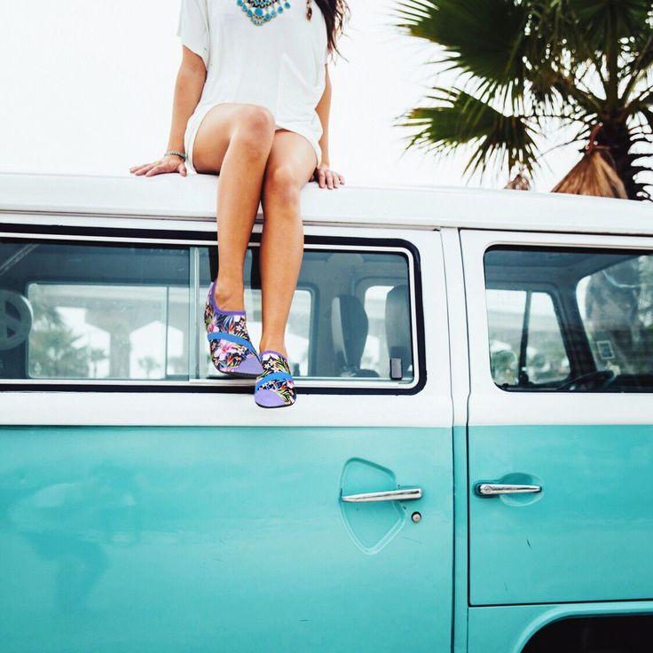 Barfotaskor?  Dessa härliga skor är perfekta för dig som älskar känslan av att vara barfota. Mjuk ovandel i stretch ger komfort och skorna sitter bekvämt på foten med bra passform. Ett elastiskt band ger extra stabilitet även fast skorna är mjuka.