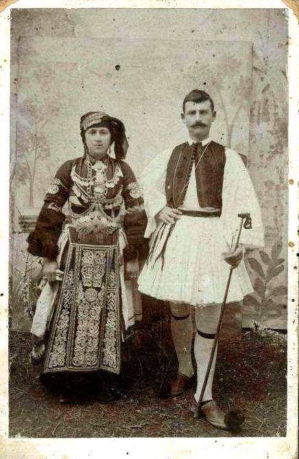 Γυναικεία φορεσιά (καραγκούνα) και ανδρική φορεσιά Θεσσαλίας .