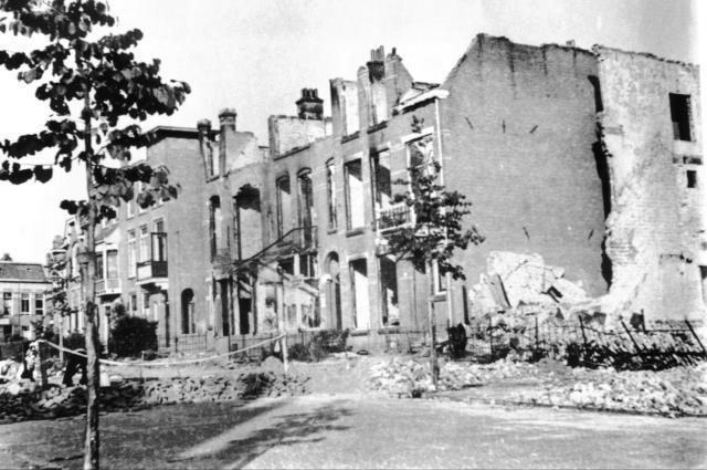 Arnhem: Burgemeester Weertsstraat, schade V1 1944.