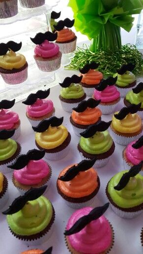 Mustachos and neon party by Catalina Blasco for Sweet Panama