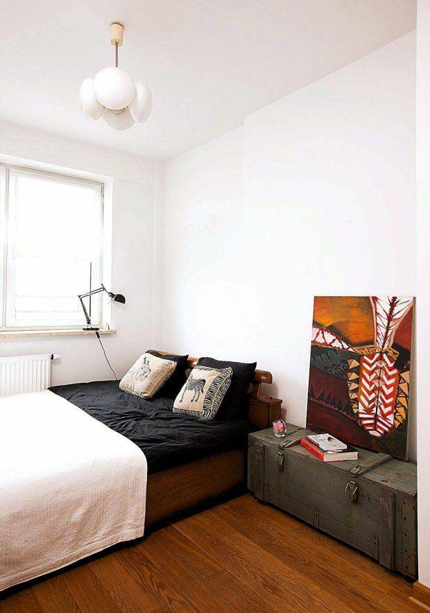 W Małej Sypialni łóżko Przysunięto Pod Okno Zyskując