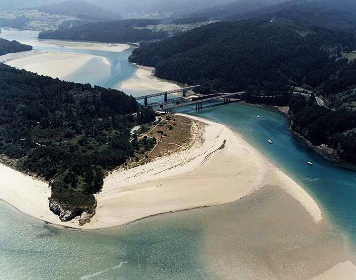 Ría do Barqueiro. Playa de Arealonga.