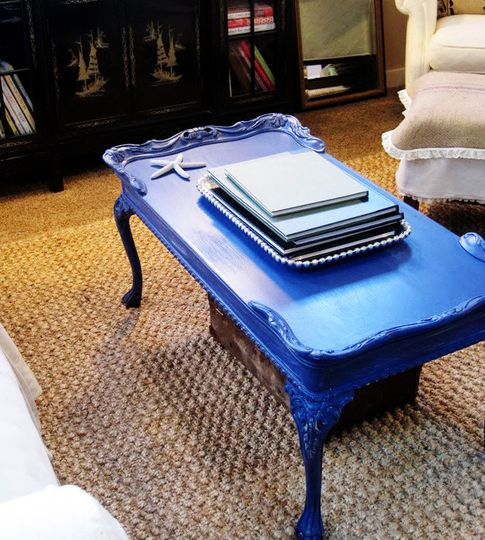 loooove this bright blue table, care of 'The Inspired Room' (re-nest boosted the contrast and links to the original site)
