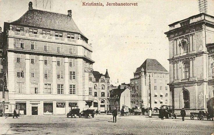 Kristiania Christiania Jernbanetorvet. Biler/hestekjerrer. Utg Mittet . Stemplet 1920 Utg Narvesen
