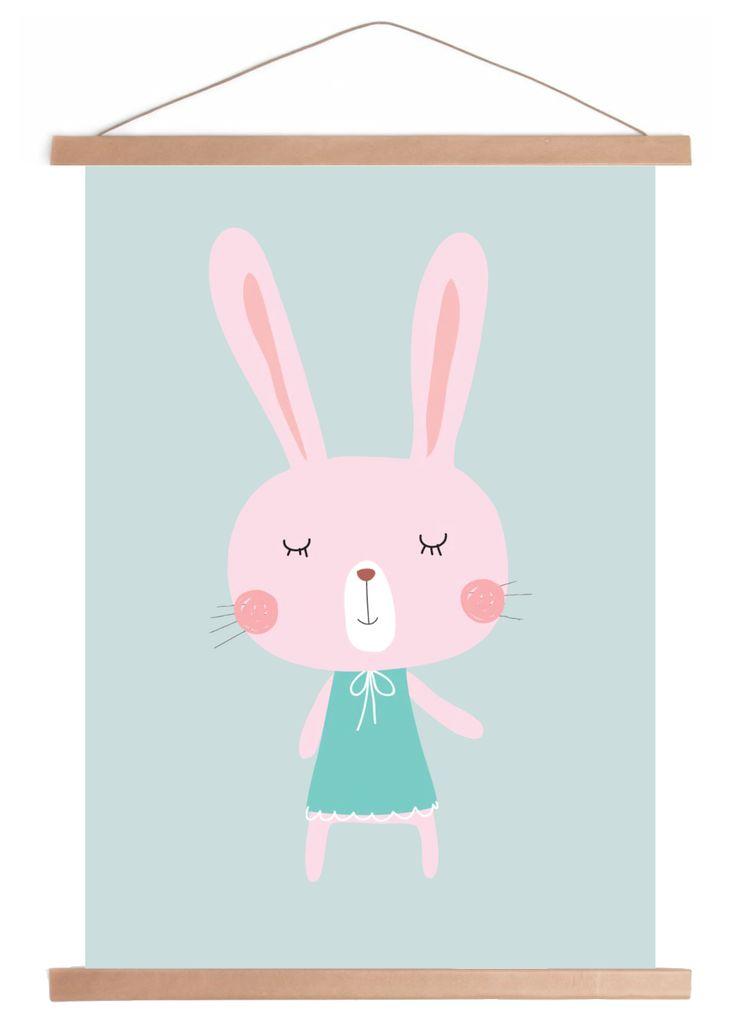 Poster Lily. Bunny with dress poster. Oud groene achtergrond met roze konijn Lily erop. #oudgroen #kinderkamer #babykamer #nursery #vintagegreen