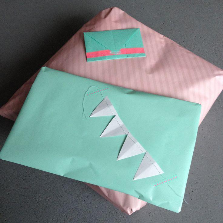 Gift wrapping in mint and pink / Cadeauverpakking in mint en roze // VAN BRITT