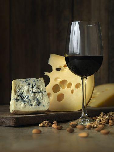vin et fromage ! Manque le pain et le saucisson