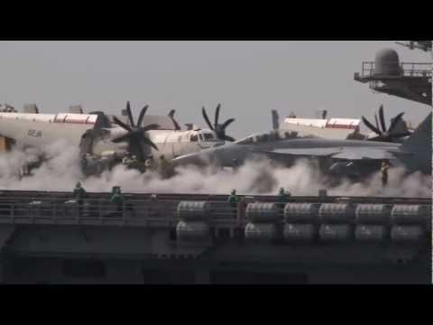 Атомный авианосец и ракетный крейсер ВМС США