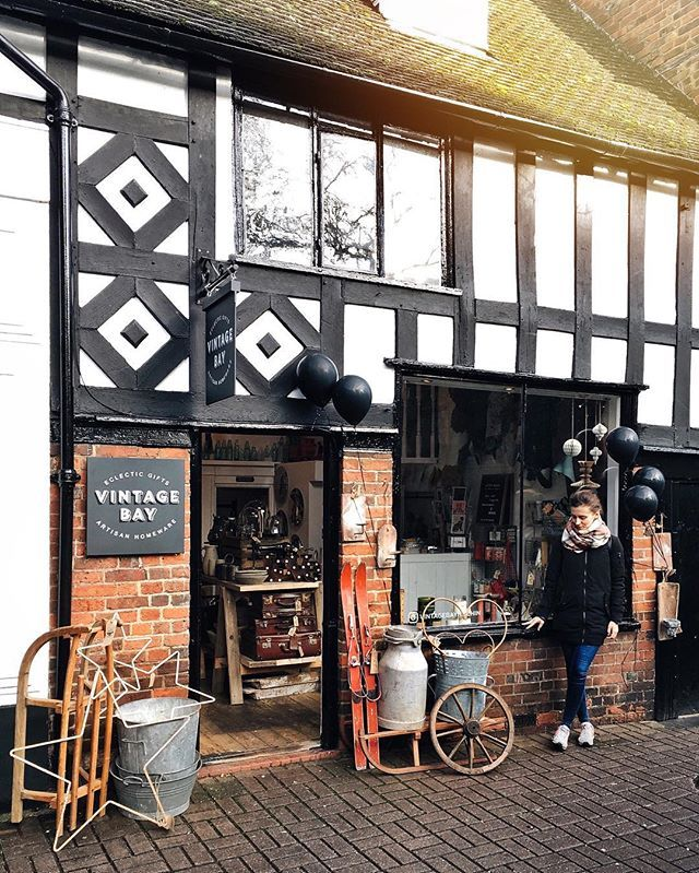 #Hitchin, a small market town about 25 miles from Cambridge, and its unique cute #vintageshop ❤️. nothing entertaining is going on in here 🙈, but it's a cool place for a day out.  and... it's so warm today☀️! • #storefront #searchwandercollect #places_wow #livethelittlethings #passionpassport #postcardplaces #darlingweekend #allthealleys #agameoftones