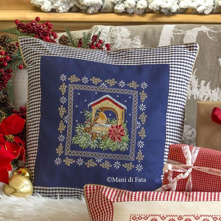 cotone blu e schema per fare un cuscino natale a punto croce