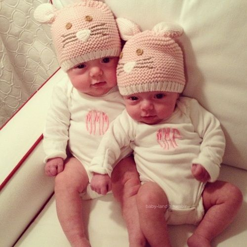 17 best ideas about twin baby girls on pinterest twin girls boy girl twins and twin baby boys - Fotos van de bebe garcon ...