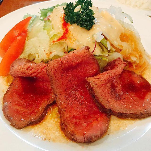 エステからのサンチョ。油物は避けて、ローストビーフ。これ、おいしかった!晩御飯は控えます(もうあきらめなさい)。 #サラダのサンチョ #サンチョ #サラダ #ローストビーフ #肉 #ランチ #京都 #京都グルメ #京都ランチ #伏見 #レストラン #lunch #kyotorestaurant