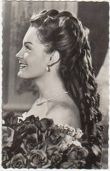 Romy Schneider Like Sissi 1956 Hair In 2019 Pinterest Romy