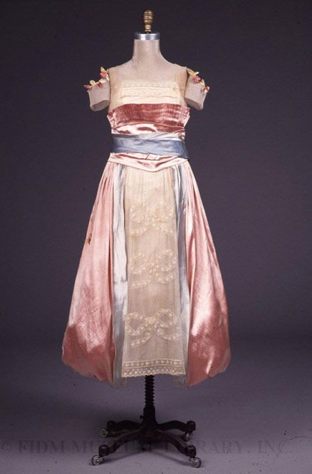 Title:Evening DressDate:c. 1917Designer:Lucile (Lady Duff Gordon)Material:Silk/metal/cotton