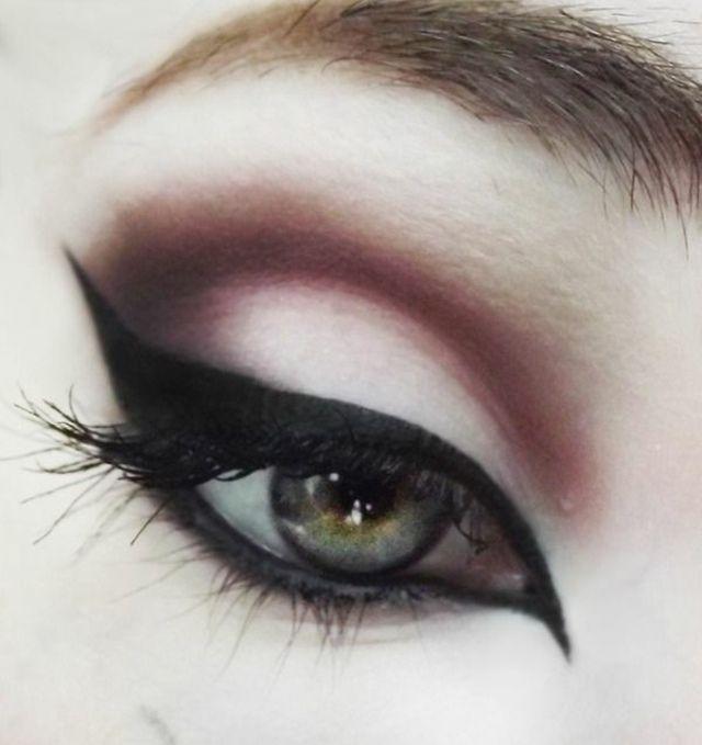Maquillage élégant pour les yeux gris bleu vert