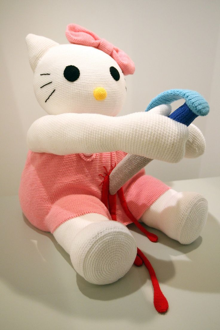 """The knitted sculpture """"Hello Kitty"""" by Patricia Waller"""