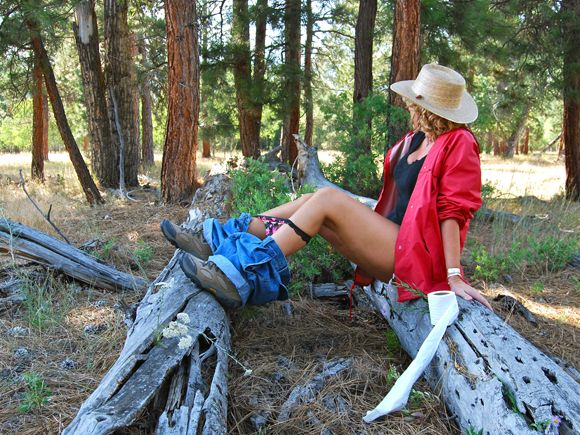 Girl pooping in the woods On shittytube