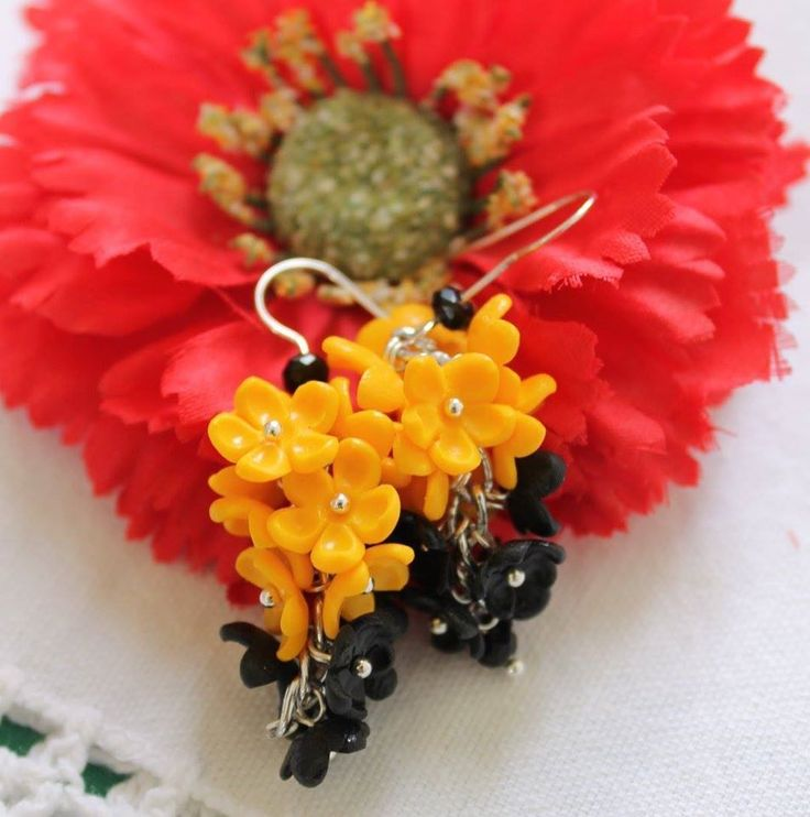 Handmade Polymer Clay Earrings / Black and Yellow Flowers #Handmade #DropDangle