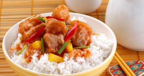 Le porc à la sauce aigre douce est un plat qui se déguste presque dans tous les restaurants chinois. Ce plat sucré salé avec son porc en beignet est un délice facile à préparer. Les gourmands apprécieront forcément cette recette chinoise typique.