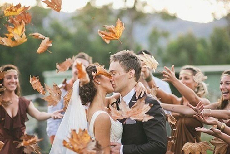 Chuva de folhas em um casamento no Central Park