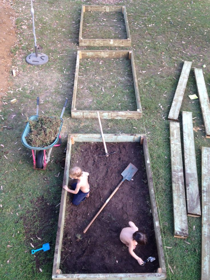 Garden bed construction 1jan2014