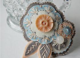 Cafe Cartolina: Sew Sweet Stitches! - amazing stitch/button combos.