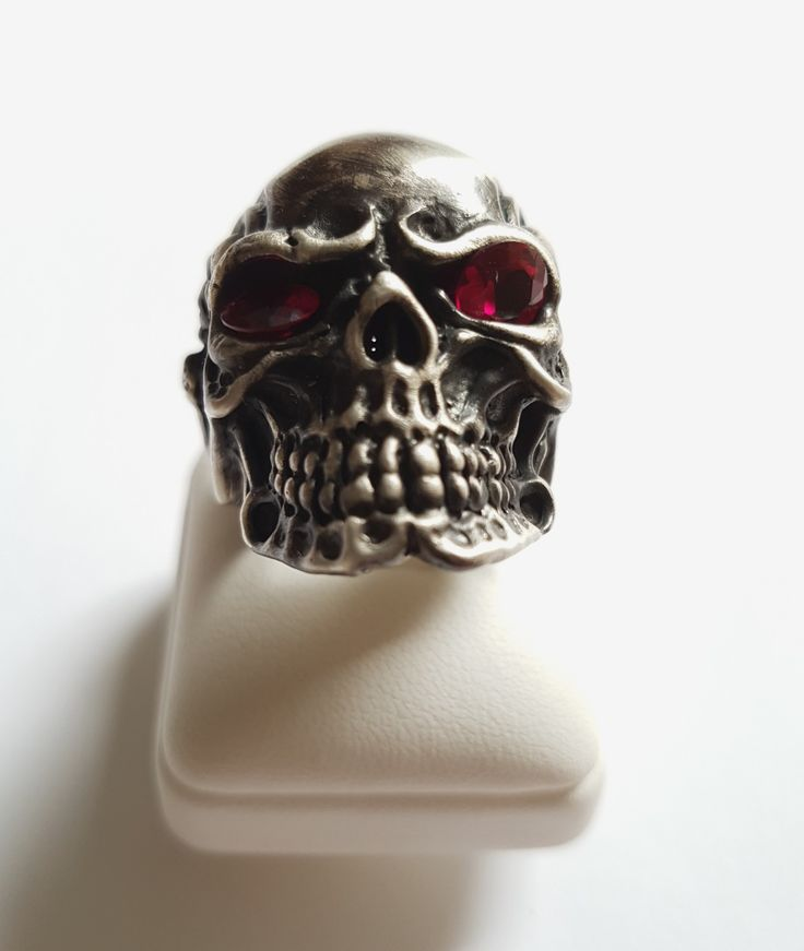 https://www.etsy.com/listing/561558199/oxidized-silver-skullthe-pirates-of