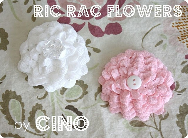 Adorable Ric Rac Flowers...easy, simple, precious!!!  Baby shower (girl) gifts?  Add to infant headband?