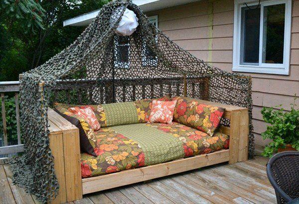 Canapé de jardin en palettes de bois