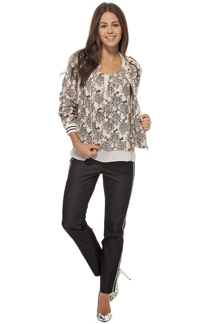 Blouson décontracté imprimé / Printed casual bomber jacket https://www.tristanstyle.com/en/women/looks/4/fv110c0683zrs50/