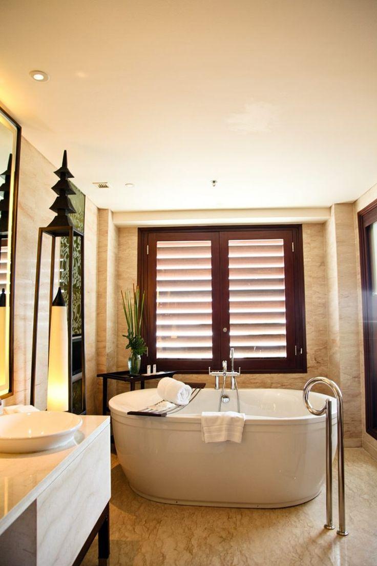 salle de bain balinaise avec baignoire