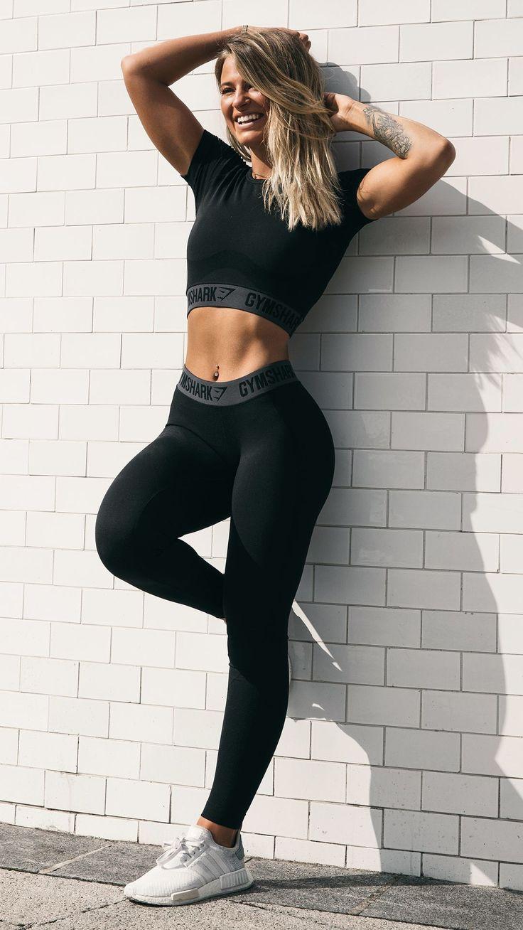 All black ❤︎ Meggan Grubb styling the Flex leggings and Flex crop top in black.