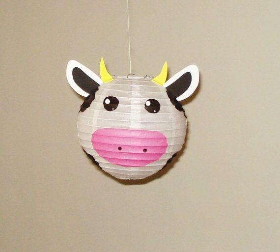 Cow Paper Lantern, Room Decor. Baby Shower. First Birthday, nursery decor. Farm Party  vaca Linterna de papel, Baby Shower. fiesta de granja. cuarto de niños decoracion .