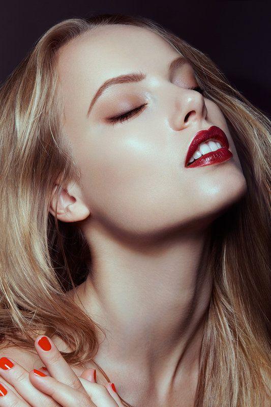 Fall 2013 Trend. Bold lip, tawny shadow and dewy skin