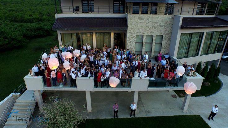 Filmarile cu drona la nunti i-au facut pe miri sa se simta celebritati.(Whashington Post) http://www.aerialview.ro