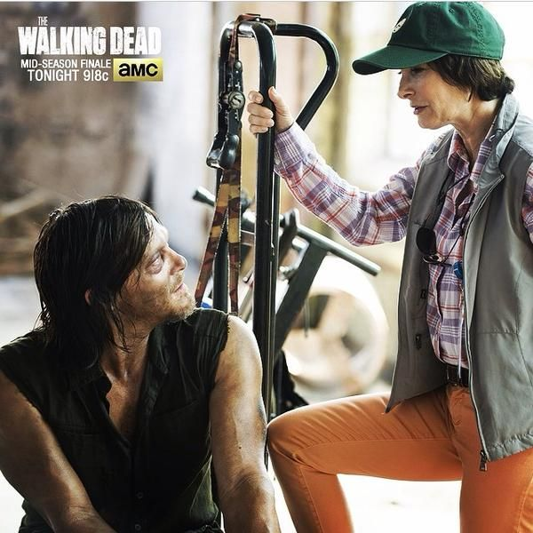 EXECUTIVE PRODUCER, GALE ANNE HURD AND NORMAN REEDUS - ON SET.