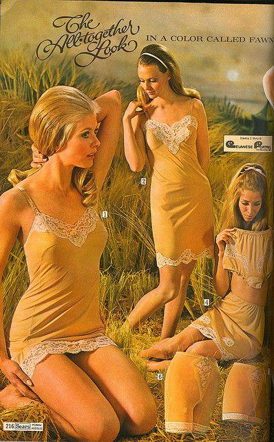 """El descubrimento del nylon y su aplicación en la fabricación de medias y lencería femenina, marcaron un hito importante en la historia de la moda del siglo XX..""""Sears"""" Catalogo 1969"""