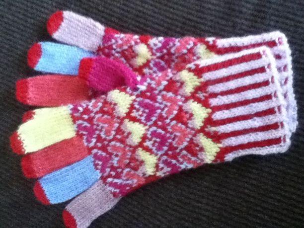 ハート柄のスマホ用手編み手袋(大人用)オーダー品