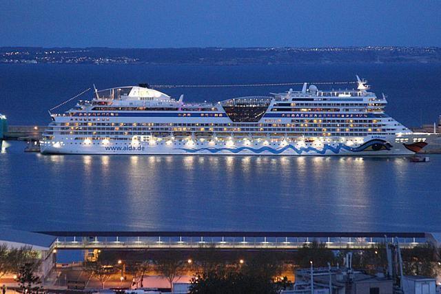 AIDA-Kreuzfahrtschiff-Palma-stock-foto-portal-mallorca-thumb
