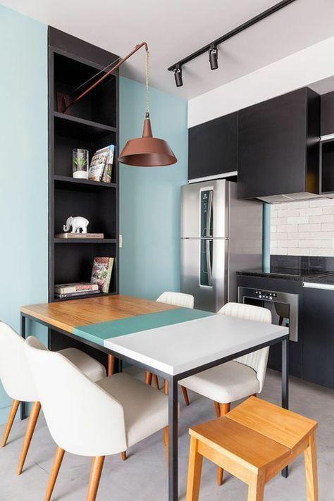 Home Staging Cuisine Avec Un Mur En Bleu Pastel, Un Mur Et Une Crédence En