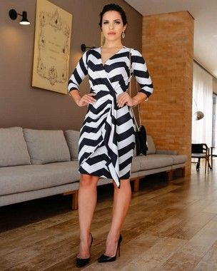 29db996590 Vestido Vanessa Transpassado e Estampa Geométrica Moda Evangélica