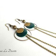 """Boucles d'oreilles avec deux chaînes """"bille"""",un sequin bleu canard, un sequin en métal bronze,un anneau et une perle"""