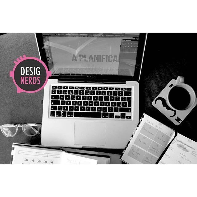 En Desig-nerds Regresamos a Trabajar duro y parejo en nuestro lanzamiento .Espérenlo Muy pronto.  #designerds #bitacoradediseño #DiseñoIndustrial #DiseñoGráfico #Fotografía #Arquitectura #Arte #Moda #Cine #Música #industrialdesign #productdesign #graphicdesign #Music #Art #Films #cinema #photography #architecture #trabajndoaloquemarca #workinghard #lanzamiento #launching #muypronto #estoseprendio