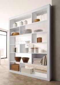 Ob als Regal oder optische Abgrenzung, dieser moderne Raumteiler in weiß macht immer eine gute Figur und bietet viel Platz für Bücher, Dekoration und andere schöne Dinge.